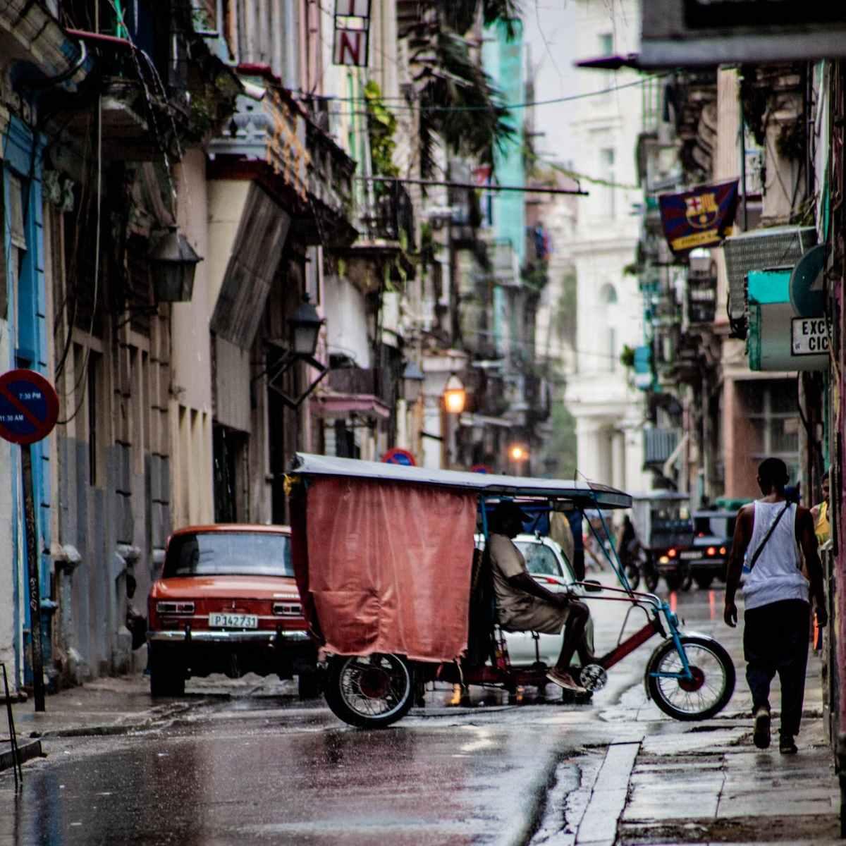 DÍAZ-CANEL CIERRA VÍAS A LA DEMOCRATIZACIÓN DE CUBA AL PROHIBIR TRABAJOS POR CUENTAPROPIA